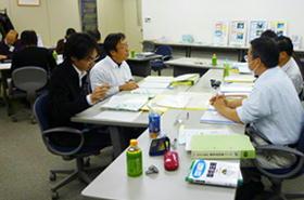 ケーススタディグループワーク: グループで協力して、ケーススタディに取組みます。