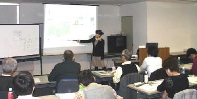 講義風景:成功事例、失敗事例を交えながら、わかりやすい解説です。