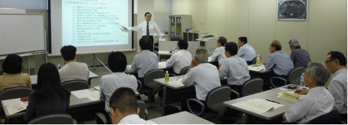 講義:会社を元気にするさまざまな事例やアイデアを紹介しています。